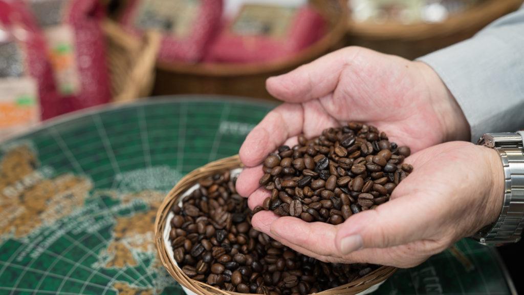 キャスクのコーヒー豆はご注文をいただいてから袋詰め